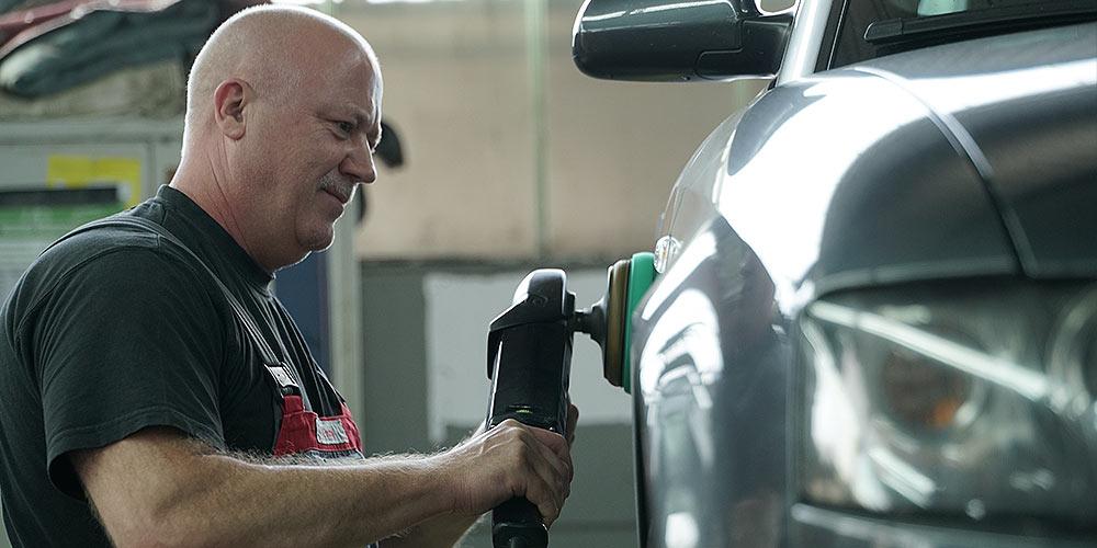 Autohaus Buschmann Fahrzeug polieren